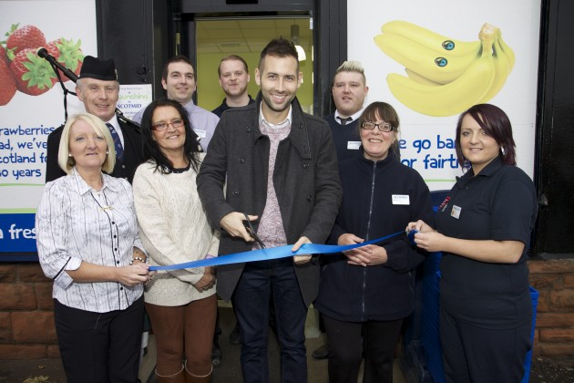 Romeo cuts the ribbon to launch Scotmid Old Kilpatrick.