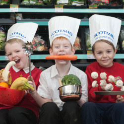 Lawfield Primary School children help launch the Eat Well Campaign.