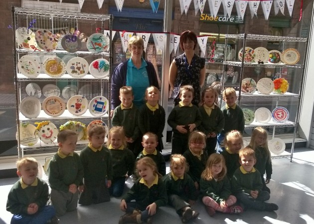 Lynda Russell and Katie Kipling with the preschoolers and their plates.