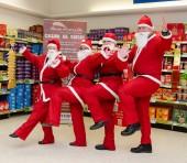 Aidan & team at South Queensferry get into the Santa Run spirit!
